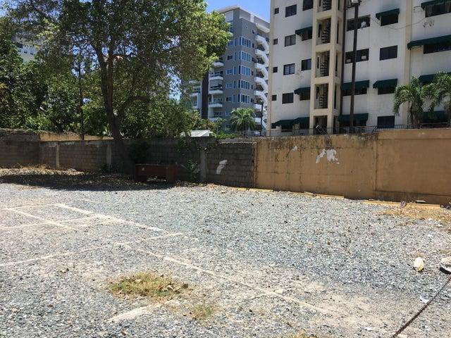 Terreno Santo Domingo>Distrito Nacional>Evaristo Morales - Alquiler:3.500 Dolares - codigo: 20-1121
