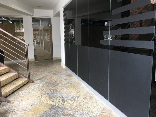 Local Comercial Santo Domingo>Distrito Nacional>Piantini - Alquiler:2.969 Dolares - codigo: 20-325