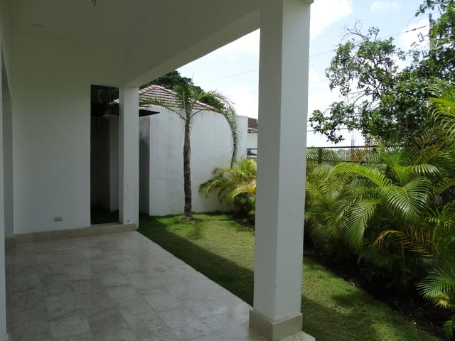 Casa Santo Domingo>Distrito Nacional>Cuesta Hermosa II - Venta:480.000 Dolares - codigo: 19-281
