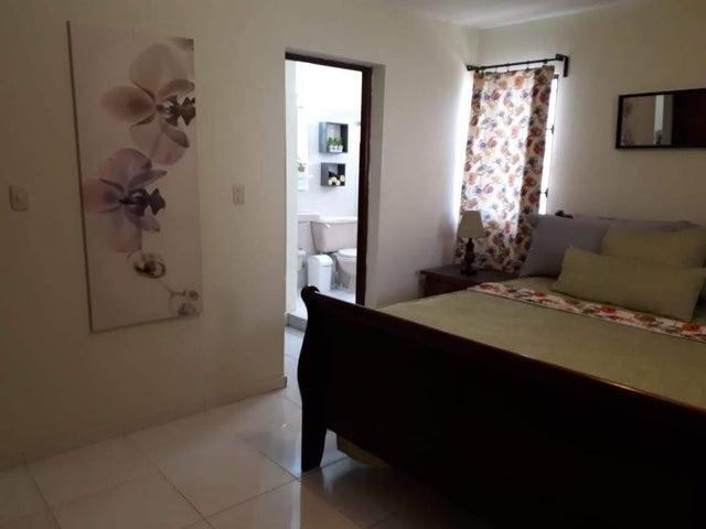 Apartamento Santo Domingo>Distrito Nacional>Evaristo Morales - Alquiler:750 Dolares - codigo: 20-1262