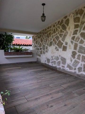 Casa Santo Domingo>Distrito Nacional>Viejo Arroyo Hondo - Venta:530.000 Dolares - codigo: 20-1263
