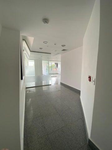 Oficina Santo Domingo>Distrito Nacional>Piantini - Alquiler:4.940 Dolares - codigo: 20-15