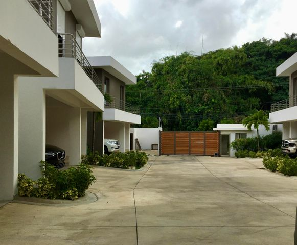 Casa Santo Domingo>Distrito Nacional>Cuesta Hermosa - Venta:325.000 Dolares - codigo: 20-1590