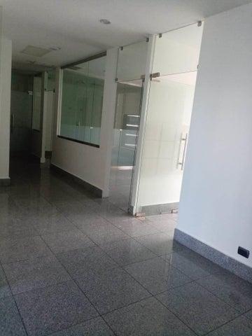 Oficina Santo Domingo>Distrito Nacional>Piantini - Alquiler:2.869 Dolares - codigo: 20-1628