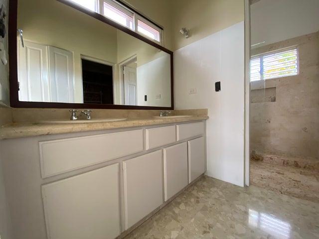 Casa Santo Domingo>Distrito Nacional>Viejo Arroyo Hondo - Alquiler:2.800 Dolares - codigo: 20-1739