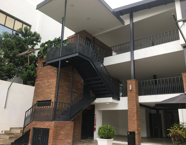 Local Comercial Santo Domingo>Distrito Nacional>Piantini - Alquiler:3.972 Dolares - codigo: 20-1752