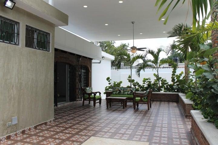 Casa Santo Domingo>Distrito Nacional>Viejo Arroyo Hondo - Venta:500.000 Dolares - codigo: 21-8