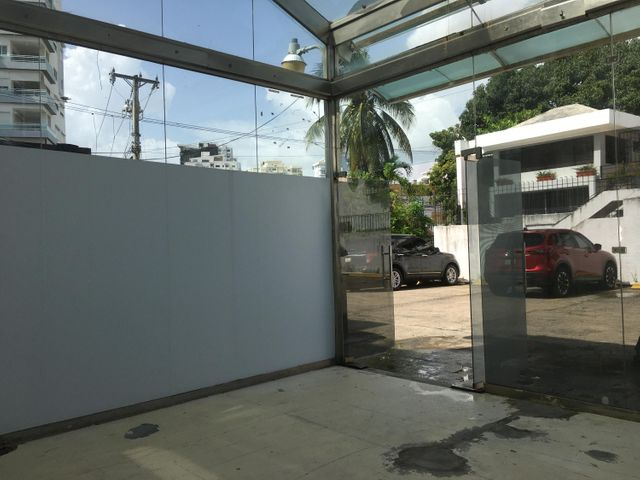 Local Comercial Santo Domingo>Distrito Nacional>Naco - Alquiler:400 Dolares - codigo: 21-42