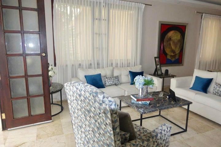 Casa Santo Domingo>Distrito Nacional>Altos de Arroyo Hondo - Venta:190.000 Dolares - codigo: 21-74
