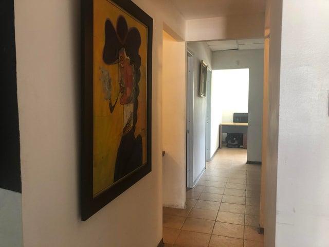 Local Comercial Santo Domingo>Distrito Nacional>Mirador Norte - Alquiler:1.400 Dolares - codigo: 21-101