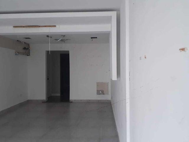Local Comercial Santo Domingo>Distrito Nacional>Naco - Alquiler:1.035 Dolares - codigo: 21-197