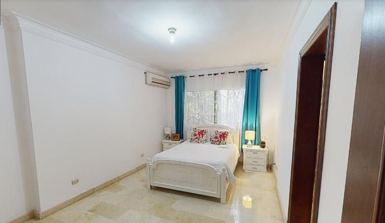 Casa Santo Domingo>Distrito Nacional>Los Cacicazgos - Alquiler:6.000 Dolares - codigo: 21-440