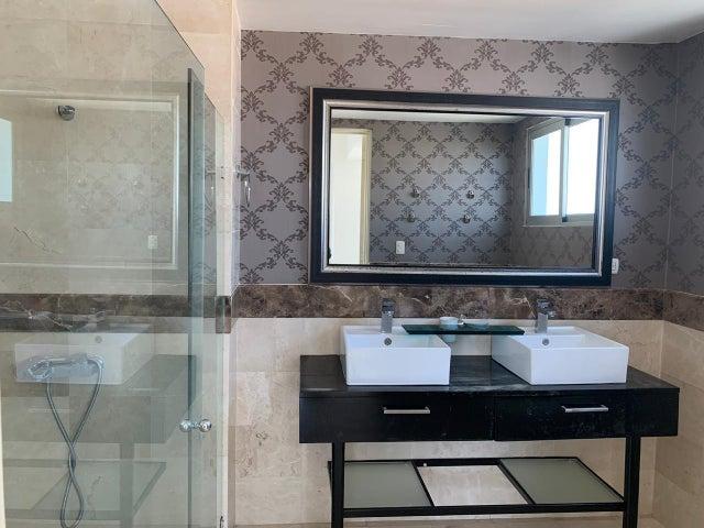 Apartamento Santo Domingo>Distrito Nacional>Evaristo Morales - Venta:360.000 Dolares - codigo: 21-884