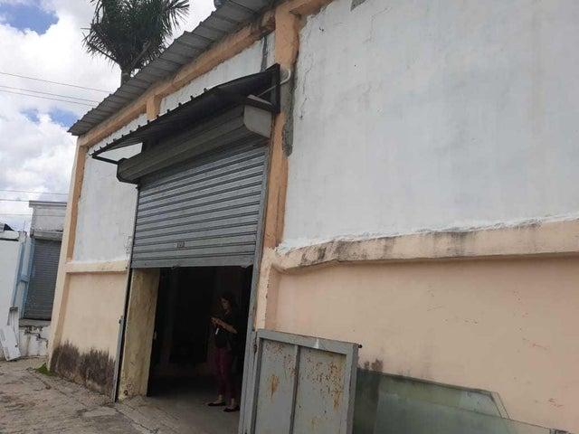 Industrial Santo Domingo>Distrito Nacional>Ciudad Real I - Alquiler:2.000 Dolares - codigo: 21-917