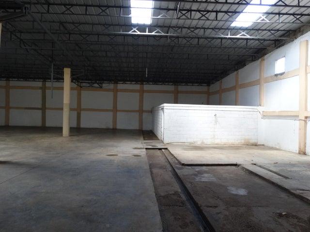 Industrial Santo Domingo>Distrito Nacional>Ciudad Real I - Alquiler:3.500 Dolares - codigo: 21-919