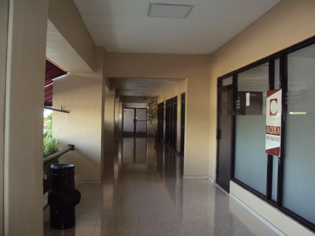 Local Comercial Santo Domingo>Distrito Nacional>Naco - Alquiler:5.900 Dolares - codigo: 21-926