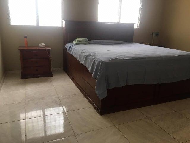 Casa Santo Domingo>Distrito Nacional>Arroyo Hondo - Venta:215.000 Dolares - codigo: 21-983
