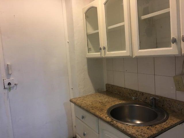 Local Comercial Santo Domingo>Distrito Nacional>La Castellana - Alquiler:2.000 Dolares - codigo: 21-1039