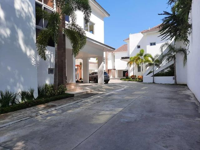 Casa Santo Domingo>Distrito Nacional>Cuesta Hermosa II - Venta:450.000 Dolares - codigo: 21-1135