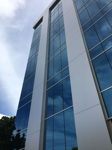 Oficina Santo Domingo>Distrito Nacional>Naco - Alquiler:10.692 Dolares - codigo: 21-1514