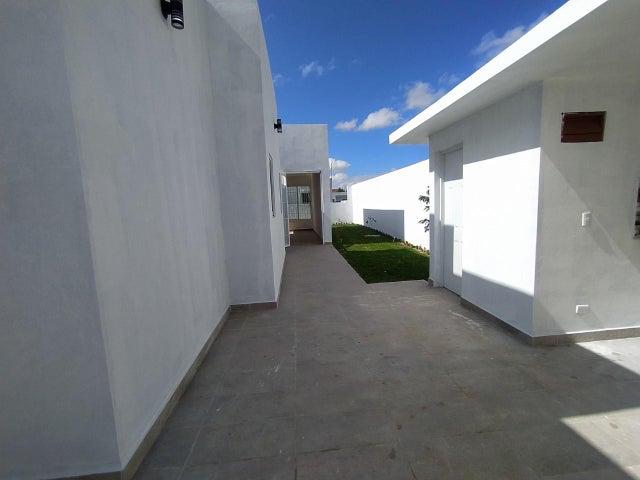 Casa La Altagracia>Higuey>Anamelia - Venta:15.800.000 Pesos - codigo: 21-1737
