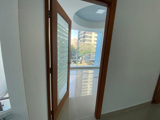 Oficina Santo Domingo>Distrito Nacional>La Julia - Alquiler:5.000 Dolares - codigo: 21-2437