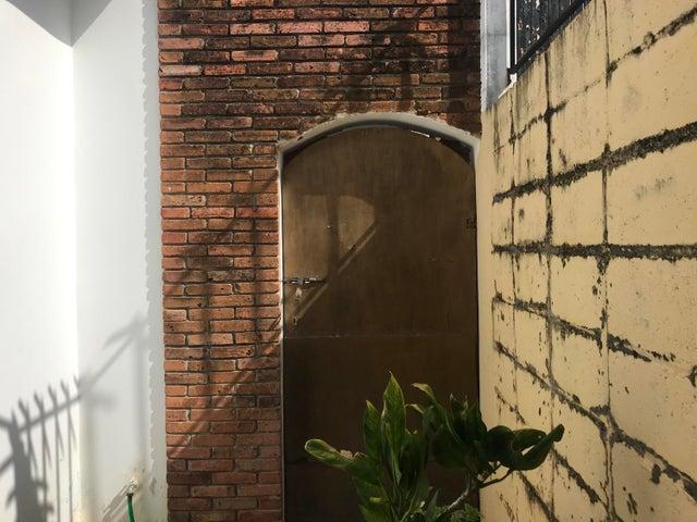 Casa Santo Domingo>Distrito Nacional>Los Prados - Venta:382.000 Pesos - codigo: 21-2505