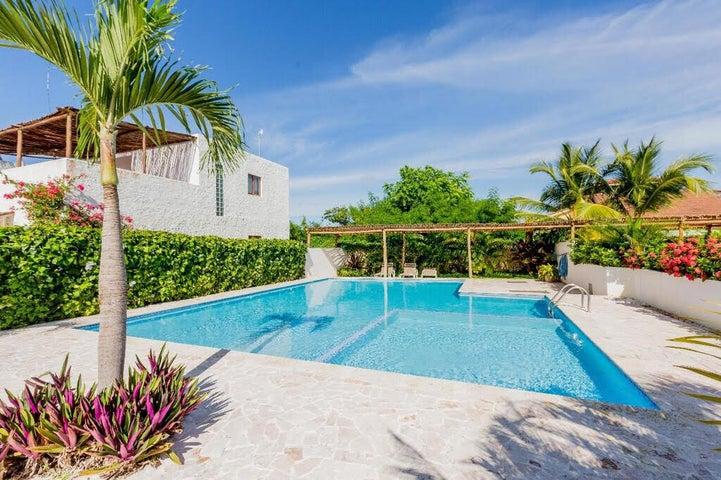 Townhouse La Altagracia>Punta Cana>Bavaro - Venta:119.500 Dolares - codigo: 21-2612