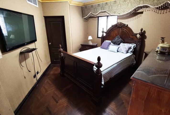 Apartamento Santo Domingo>Distrito Nacional>La Julia - Alquiler:2.000 Dolares - codigo: 21-2766