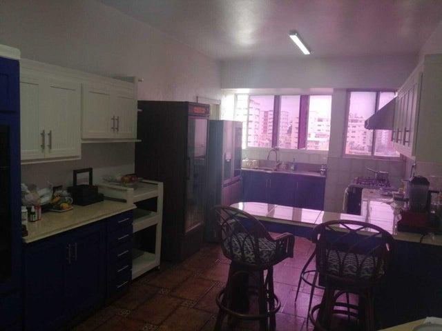 Apartamento Santo Domingo>Distrito Nacional>Evaristo Morales - Venta:382.000 Dolares - codigo: 21-2768