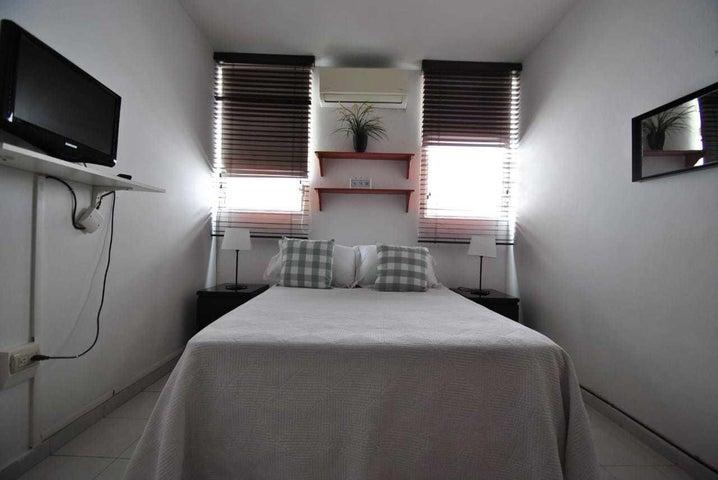 Apartamento Santo Domingo>Distrito Nacional>Arroyo Hondo - Alquiler:600 Dolares - codigo: 21-2565