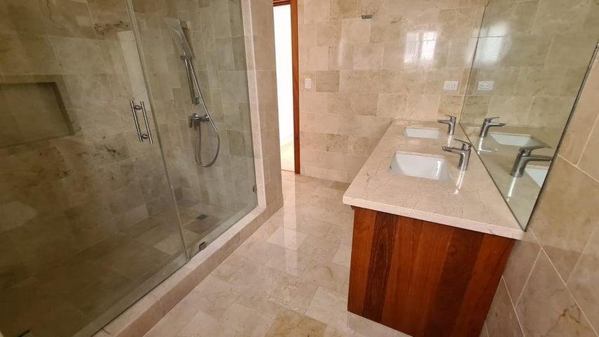 Apartamento Santo Domingo>Distrito Nacional>Piantini - Alquiler:4.450 Dolares - codigo: 21-3016