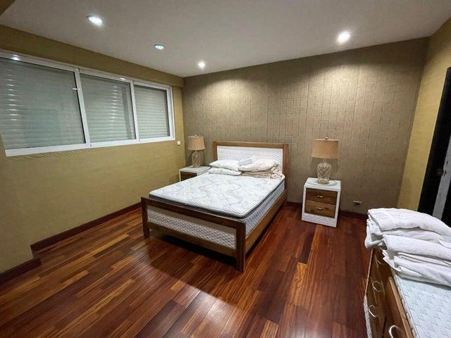 Apartamento Santo Domingo>Distrito Nacional>Naco - Alquiler:1.400 Dolares - codigo: 21-3103
