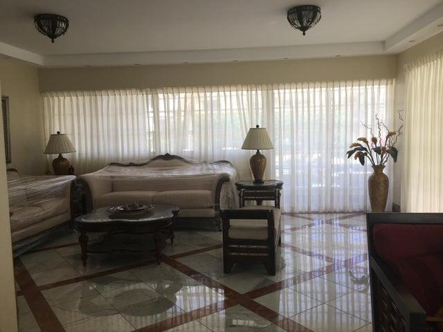 Apartamento Santo Domingo>Distrito Nacional>Piantini - Alquiler:2.700 Dolares - codigo: 21-3112