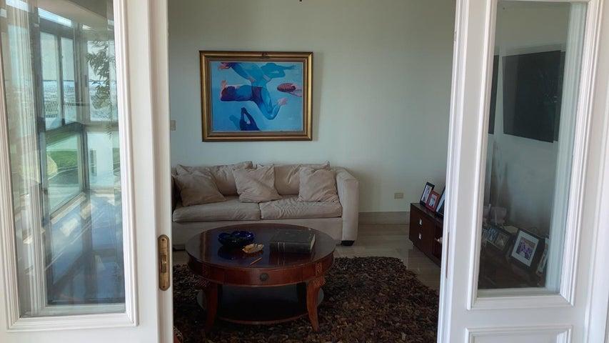 Apartamento Santo Domingo>Distrito Nacional>Los Cacicazgos - Venta:800.000 Dolares - codigo: 21-3182