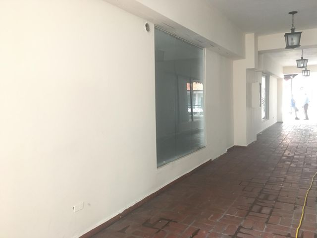 Local Comercial Santo Domingo>Distrito Nacional>Piantini - Alquiler:1.600 Dolares - codigo: 21-3000