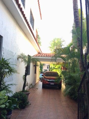 Casa Santo Domingo>Distrito Nacional>Gazcue - Alquiler:5.000 Dolares - codigo: 22-373
