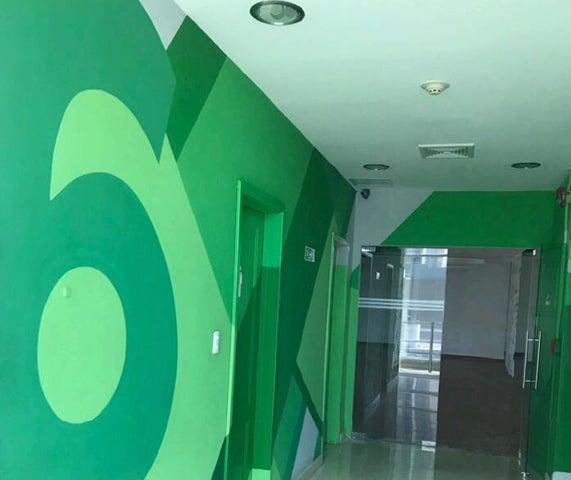 Edificio Santo Domingo>Distrito Nacional>Piantini - Alquiler:24 Dolares - codigo: 22-402