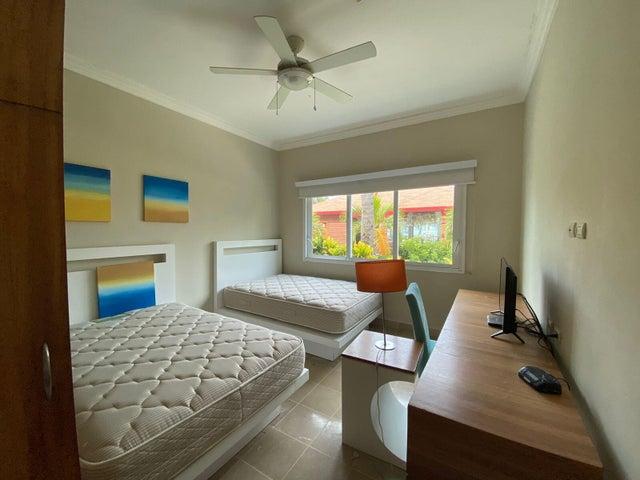 Apartamento La Altagracia>Punta Cana>Bavaro - Alquiler:1.300 Dolares - codigo: 22-674