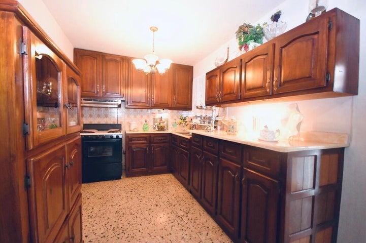 Casa Santo Domingo>Distrito Nacional>El Millon - Alquiler:1.300 Dolares - codigo: 22-675