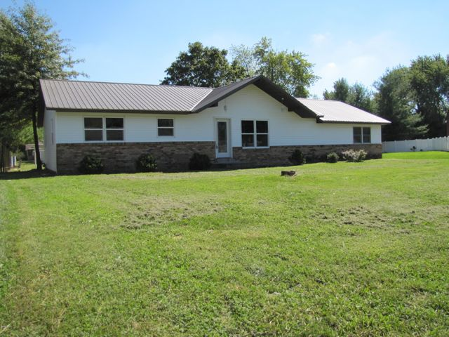 302 Woodland, Salem, IL 62881