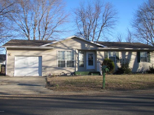 110 Chatham, Salem, IL 62881