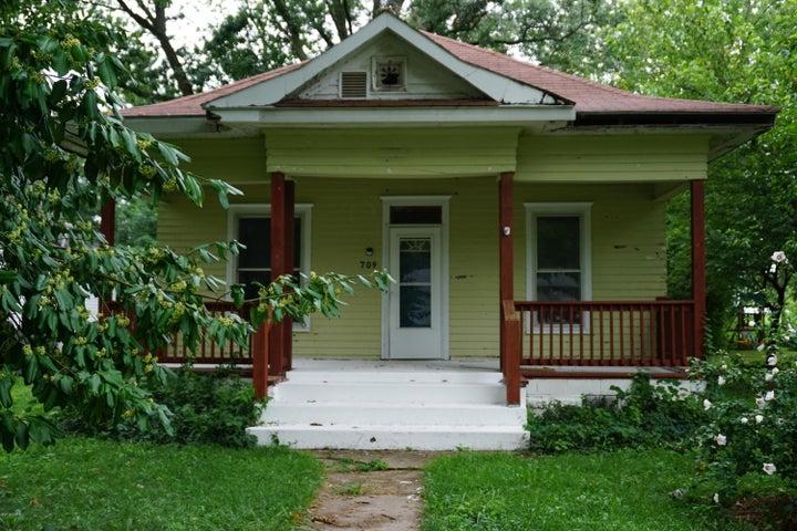 709 N Vine Street, Sandoval, IL 62882