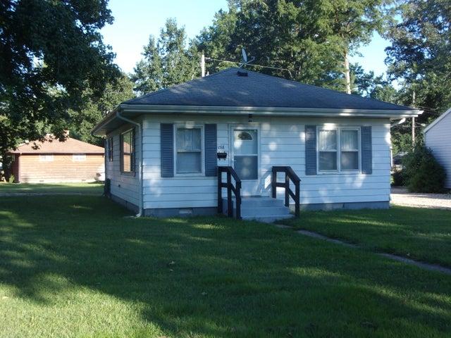 1518 N Rotan Street, Salem, IL 62881