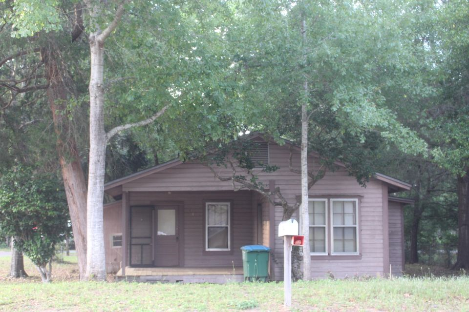 404 E Chestnut Avenue, Crestview, FL 32539