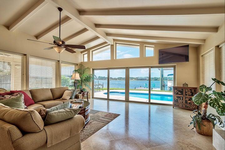 819 Tarpon Drive, Fort Walton Beach, FL 32548