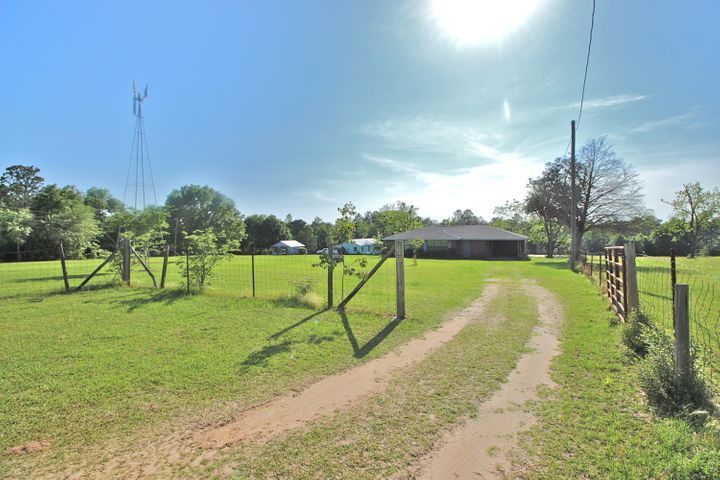 833 Old Airport Road, Defuniak Springs, FL 32433