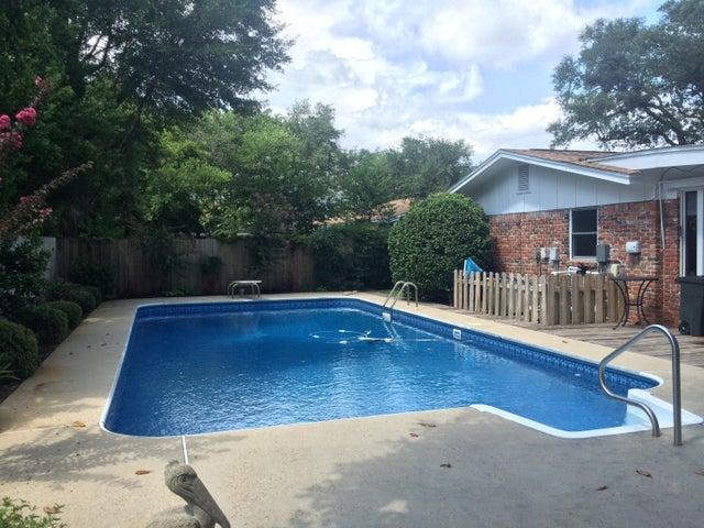 615 NE Camborne Avenue, Fort Walton Beach, FL 32547