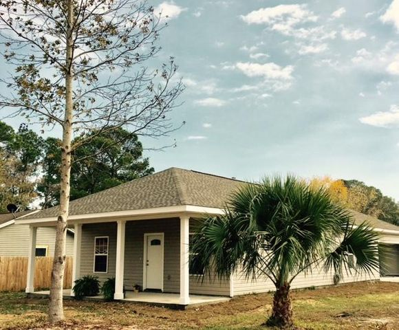 498 Lakeview Street, Mary Esther, FL 32569
