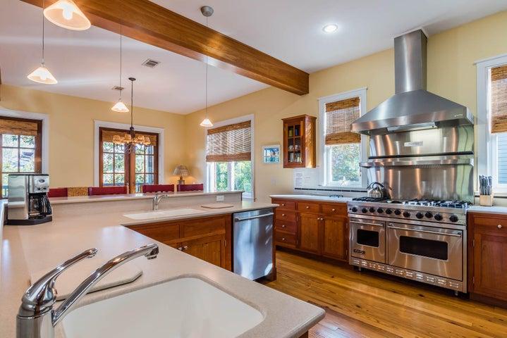 Kitchen with 2 Dishwashers, Prep Sink, Viking Range